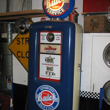 1940&#039;s Erie Gas Pump - Petroliana