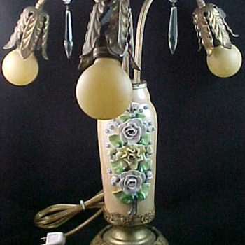1920&#039;s Art Nouveau Table Lamp with Mazda Light Bulbs and German Lustreware Vase Body
