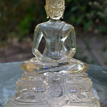 Clear glass Buddha - Avolokiteshvara - Asian