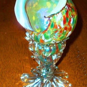 Rare Loetz Shell Vase in an Unknown Decor. - Art Glass