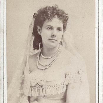 Unidentified Beauty CDV by Disdéri of Paris, France - Photographs