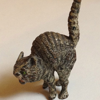 Antique hissing kitty - Victorian Era