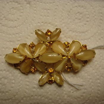 Very Nice Brooch - Costume Jewelry
