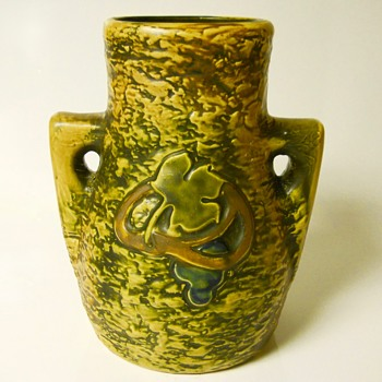 Art Nouveau, Roseville Imperial 1,Circa 1921 - Art Pottery