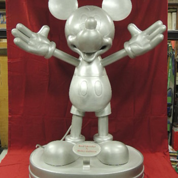 MICKEY MOUSE STATUE - Animals
