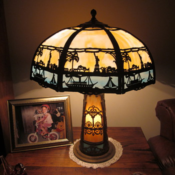 'Statue of Liberty' Miller Slag Glass Lamp with Lighted Base