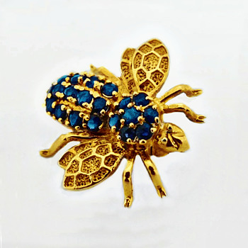 A 14k Gold Brooch Formed As A Bee & Set With Blue Sapphire Stones - Fine Jewelry