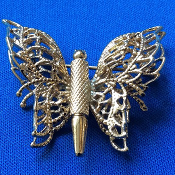 Vintage Monet brooch - Costume Jewelry