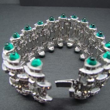 Vintage Silvertone Rhinestone & Bullet Cabochon Bracelet