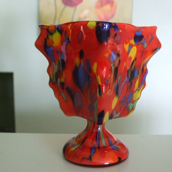 Signed Czechoslovakia KNUCKLE VASE with SPATTER