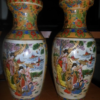 A pair of Japanese vases - Asian