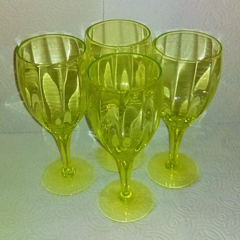 Crystal Uranium Wine Goblets