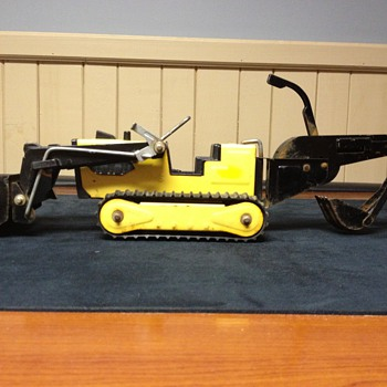 Tonka trancher/backhoe - Toys