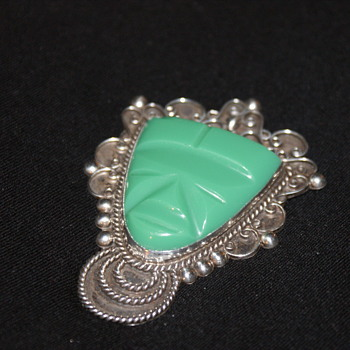 "Vintage Mexican Sterling Brooch with ""Green Onyx"" - Fine Jewelry"