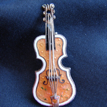 Cello Violin Viola Made In Czechoslovakia Enamel Pin - Costume Jewelry