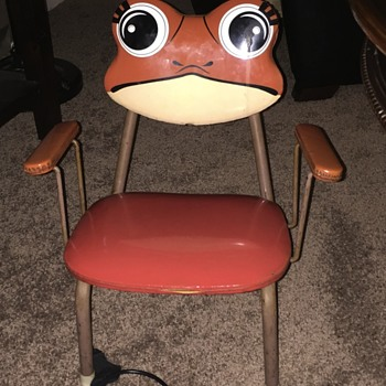 Childs chair with back that squeaks - Furniture