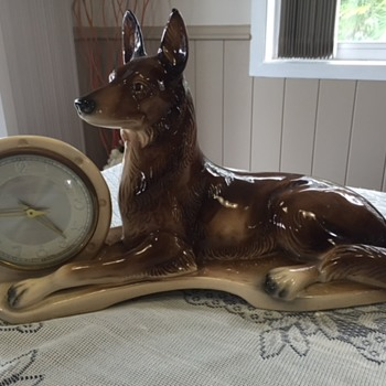 Jema Holland Large German Shepherd / Alsation/) Mantle Clock (462) - Clocks