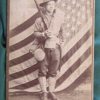 Cabinet card of 16th Infantry Regiment soldier from the Spanish American War - Photographs