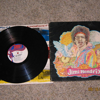 Memorabilia of grateful dead and Jimmy Hendrix..