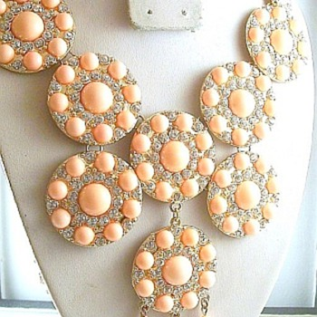 Wonderful Bib Style Necklace, Who Done It? - Costume Jewelry