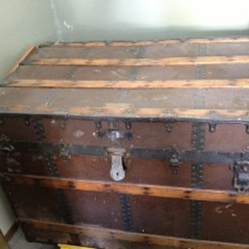 trunk info please :) - Furniture