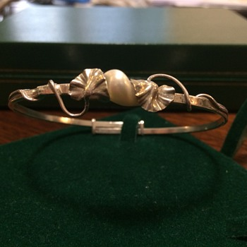 Art Nouveau ginkgo leaf Dumont bangle
