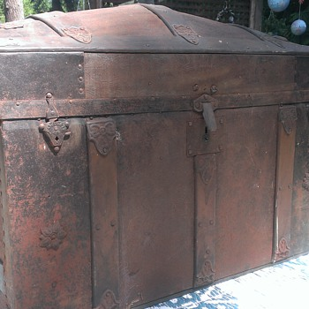 Steamer Trunk Yard Sale Find - Furniture
