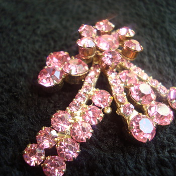 Sparkly pink brooch - Costume Jewelry