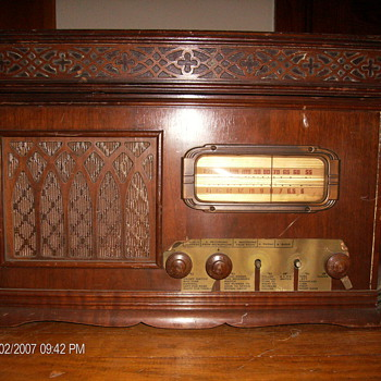 Please Help I.D. of This Radio/Record Player - Radios