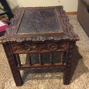 Trying to identify this table.  Can anyone help? - Furniture