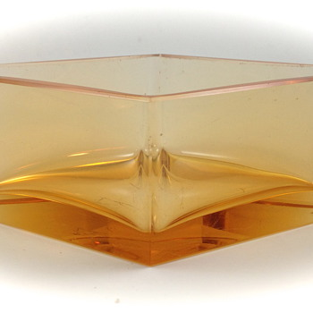 "Moser ""Eldorglas"" trinket dish, ca. 1932"