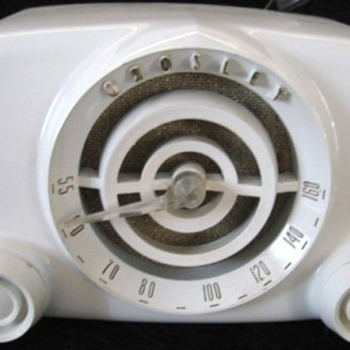 "1951 Crosley Model 11-100U ""Bullseye"" Radio - Radios"