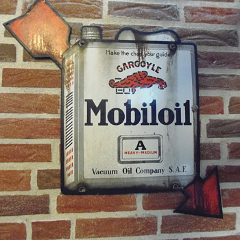 Mobiloil cargoyle with arrow