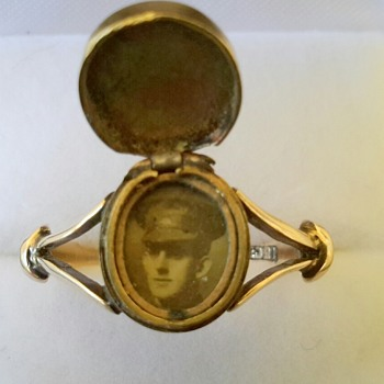 WWI 15ct Gold Photo Signet Ring SWEETHEART PIECE - Military and Wartime