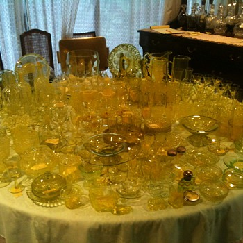 Large uranium (vaseline) glass collection. 216 individual items - Glassware