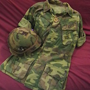 1969 U.S. Marine ERDL Camouflage Jacket and Helmet - Military and Wartime