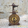 Guild clock with flying pendulum