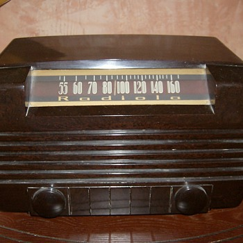 1945 Bakelite Radiola Tube Radio - Radios