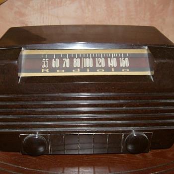 1945 Bakelite Radiola Tube Radio