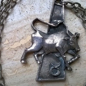 Swinging '70s Taurus Astrological Sign Necklace Thrift Shop Find $1.00 - Costume Jewelry