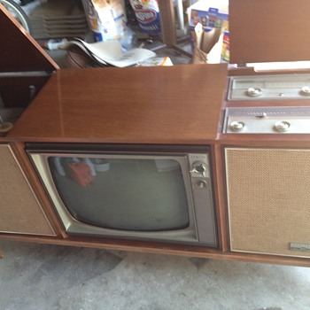Vintage Zenith tv/record player/radio