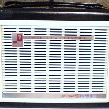 1961 General Electric Model P-795E Transistor Radio