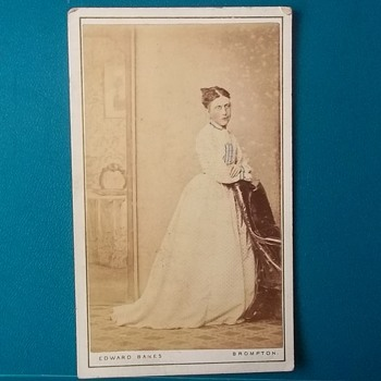 TINTED CAREFULLY CDV OF PRETTY YOUNG LADY,