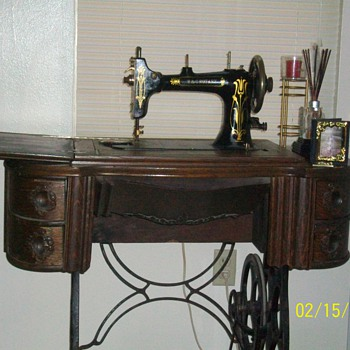 Y & C Rotary Sewing Machine - Sewing
