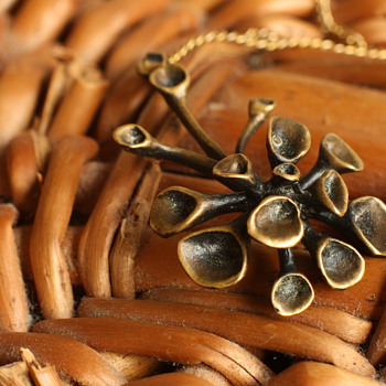 Reindeer moss pendant by Hannu Ikonen - Costume Jewelry