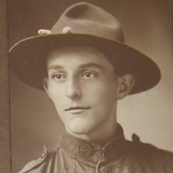 WW1 soldier with Keystone collar brass