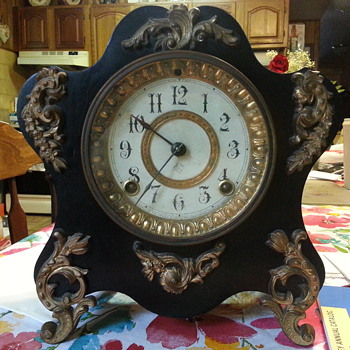 Strikingly similar to the Ansonia Savoy - Clocks