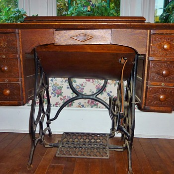 BETSY ROSS TREADLE FROM CHARLES WILLIAMS STORE - Sewing