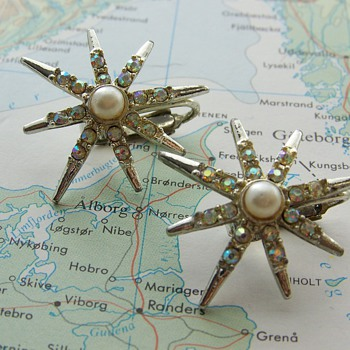 Emmons 'Rainbow Star' earrings and brooch - Costume Jewelry