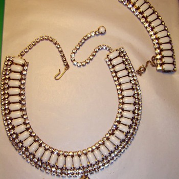 Nice Hobe Set (necklace, bracelet, and clip-on earrings)